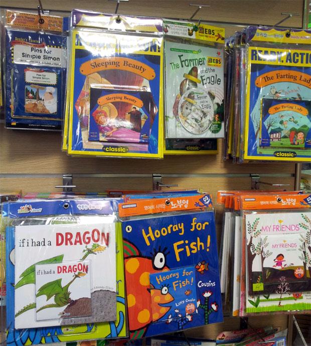 ↑早期の英語教育への関心も高いだけあって、書店では幼児や小学生向けの英語図書や教材も充実。