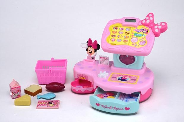 12年7月に発売された「トゥーンタウン ミニーマウス なんでもスキャン♪タッチパネルレジスター」を英語でも遊べるように仕様変更。