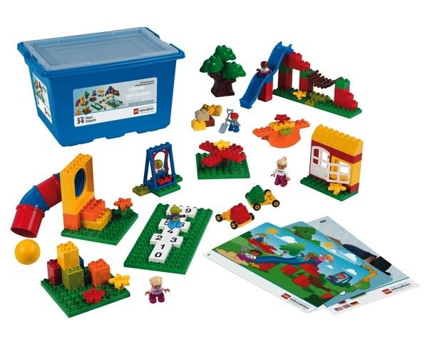 使用する教材は、BASICが基本ブロック「6176デュプロ®」、ADVANCEDが「45001デュプロ®プレイグラウンドセット」。