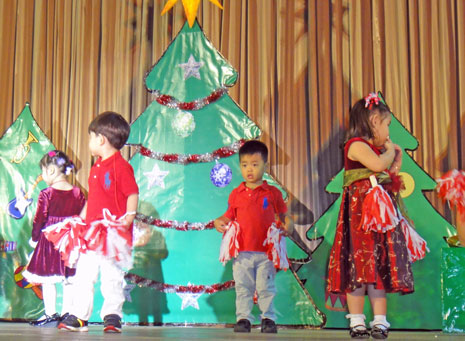 クリスマス会では、子どもたちによるダンスなどの演目もありました。