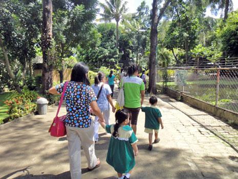 幼稚園の遠足に参加しました。