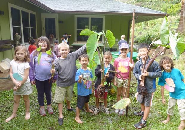 会場となるのは、ワイキキからクルマで10分ほどのマキキ地区にある「ハワイ・ネイチャー・センター」。ワイキキからほど近いのに、周辺は山間部となるため、ちょっぴりひんやりした空気も感じられる自然豊かなエリアです。