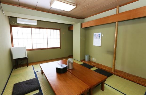 畳の個室。