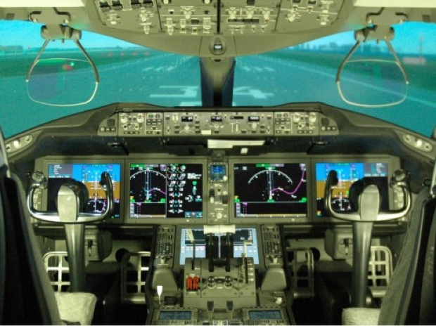 パイロットの主要な供給源は、航空会社の自社養成、私立大学、航空大学校となりますが、現状では年間150~200人(私立大学からは70〜80人)程度に留まるため、中長期的に深刻なパイロット不足となる予想となっています。