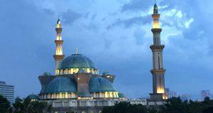 KL市直轄モスクの外観
