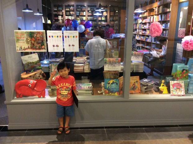 Bangsar Village Mallの中にある書店「Silverfish Books」