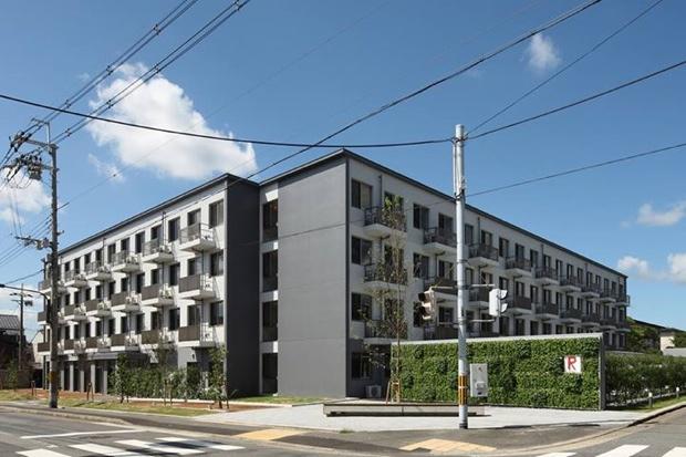 RC造、地上4階建、延床面積約5400平方メートル。