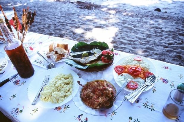 マダガスカル人はマレー系の人々も多いため、ココナッツミルクで炊いたご飯や肉と野菜の煮物など素朴な味わいが特徴なのだとか。