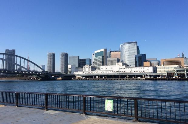 スクールのそばを流れる隅田川