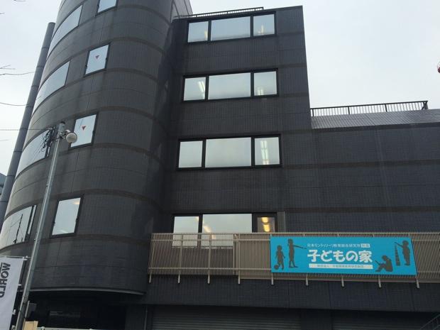 最寄り駅は、「東急多摩川線」の始発駅「蒲田駅」から3つ目の「下丸子駅」。4分ほど歩いた環状八号線沿いに「子どもの家」はあった。