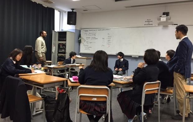 この授業では、シリア難民受け入れの是非やアメリカのスローフードムーブメント、世界のファーストフードなど、社会情勢とリンクしたさまざまなテーマに取り組んで来た。