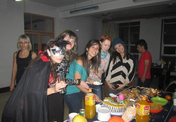 寮の友達とのパーティ。