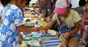 子どもたちの自主性を高めることを目的としているため、フリマ会場への保護者の同伴入場は不可。