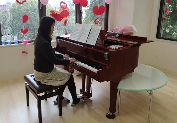 米国が誇る「スタンウェイ」のエセックスピアノ。 ミュージックを監修するピアニスト横山幸雄さんがこだわり抜いて選んだそうだ。