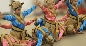 インドネシアの伝統的な舞踊「インダンダンス」。