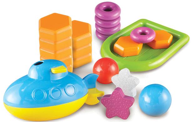 物が浮くかどうか、重さや水に入れる角度によって変わるのかを実験してみよう
