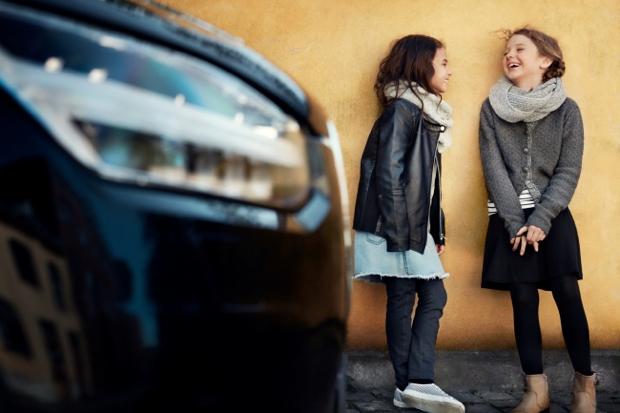 Volvoは、「体の大きさに関わらず、子供も大人と同等の安全性を確保しなければならない」の理念に基づき、1972年に世界ではじめて「後ろ向き」チャイルドシートを発表、チャイルド・セーフティ・プログラムを開始。