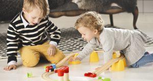 「BRIO BRIO JAPAN K.K.(ブリオ・ジャパン)」は、1884年南スウェーデンの町で創立された知育玩具メーカー。スウェーデン王室御用達ブランド。