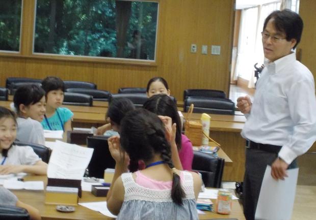 心理学を担当する、磯崎三喜年先生。