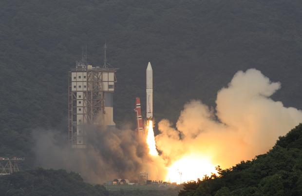 内之浦宇宙空間観測所から惑星分光観測衛星(SPRINT-A)を搭載したイプシロンロケット試験機を打上げた(JAXA提供)。