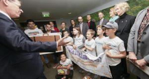 キャンペーンに参加するドイツの子どもたち。