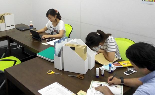 サマースクールでは、それぞれの先生が子どもたちの学習の記録をノートにまとめ、最終日にプレゼントしてくれます。