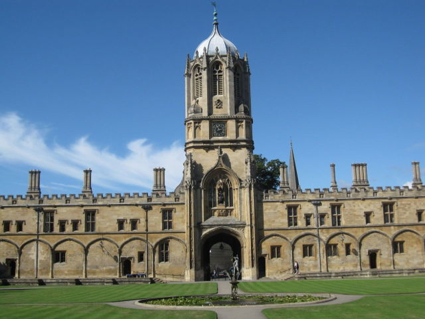 最古の大学発祥の地「オックスフォード」。海外大学の魅力に目覚めるきっかけとなるはず。