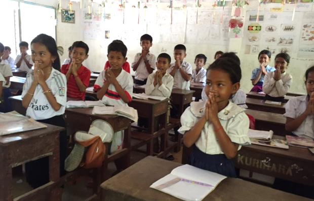 プノンペン郊外の小学校の子どもたち。カンボジアには、日本をはじめ国際的な支援で建設された学校が数多くある