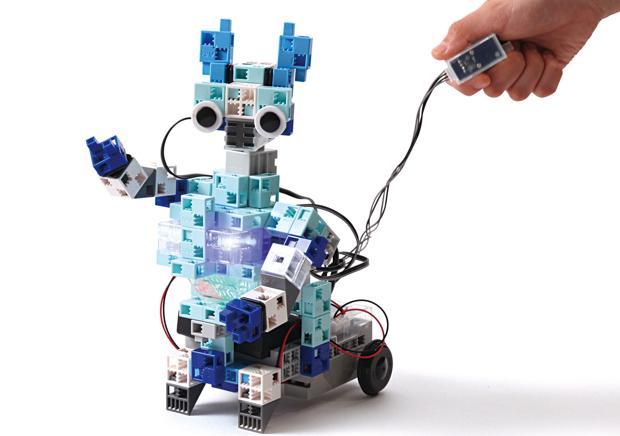 制作するのは、アーテックロボ「ベーシック」(3万円相当)。完成したロボットは持ち帰ることができる。